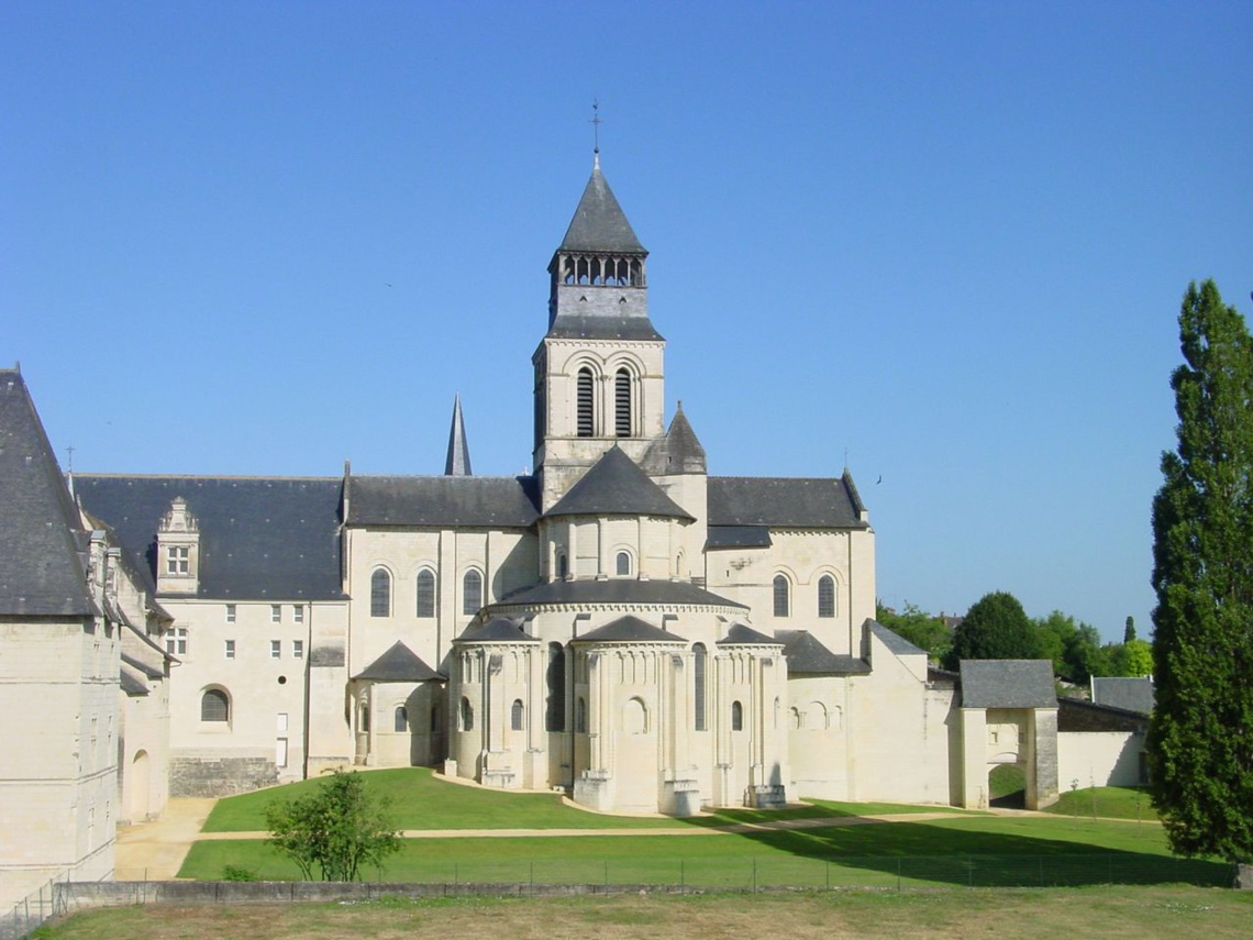 Le chevet de l'église abbatiale - Abbaye Royale de Fontevraud © AS ASCHER