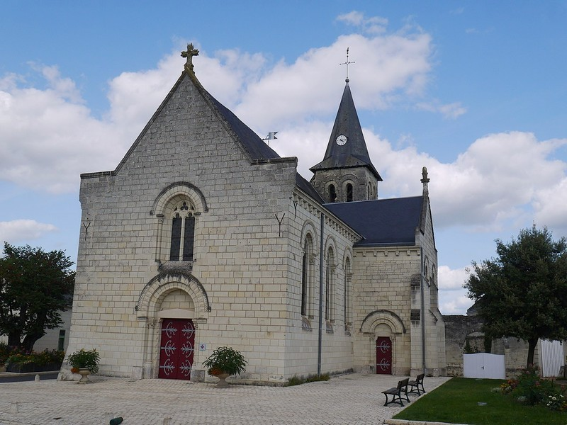 L'église de Saint-Cy-en-Bourg - Source : Wikimedia Commons