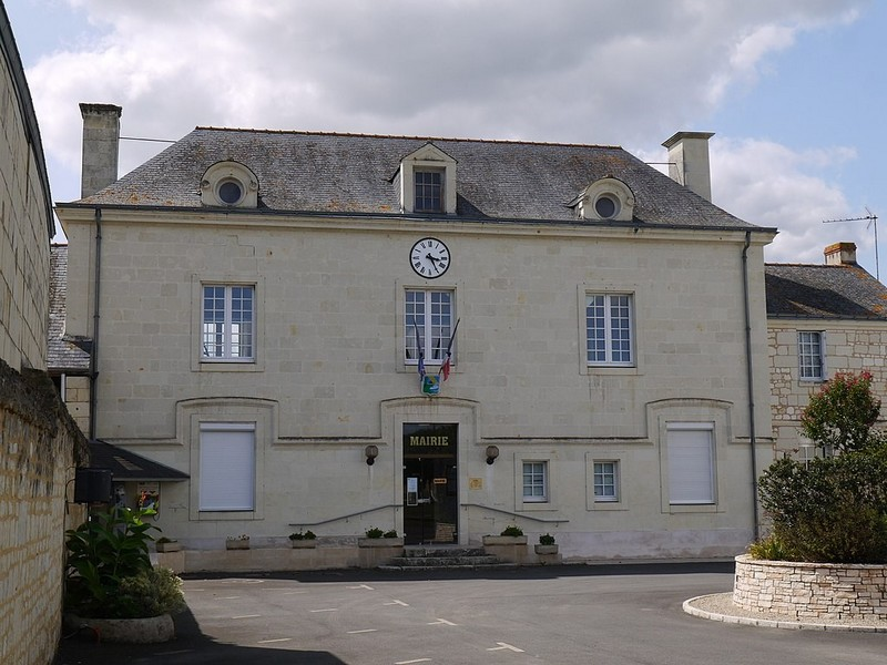 Mairie d'Epieds - source : Wikimedia Commons